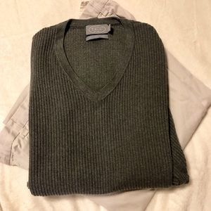 100% cotton charcoal Gray V-neck men's sweater